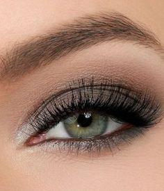 sombra gris ojos verdes