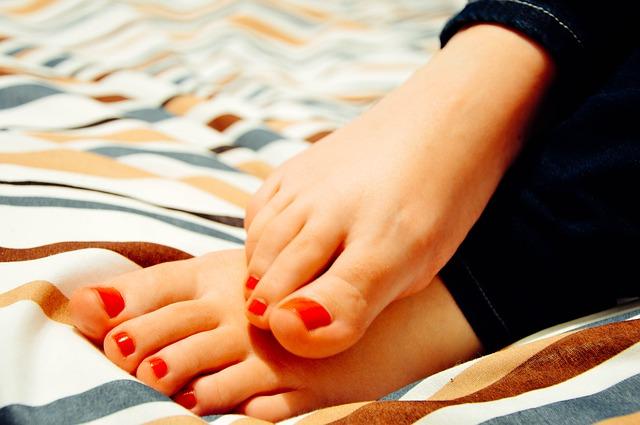 como hidratar pies resecos