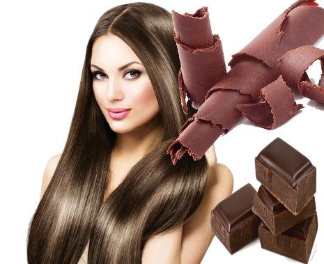 mujer pelo largo con onzas y virutas de chocolate a su lado